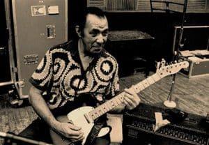 Manuel Galbán con su guitarra