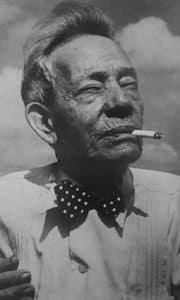 Sindo Garay smoking