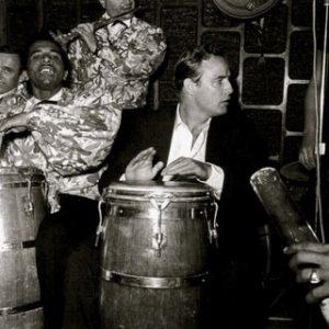 marlon brando tocando tumbadora en los clubes de marianao habana años 50