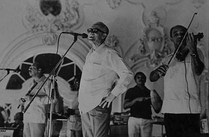 Tito Gómez singing with Jorrín Orchestra