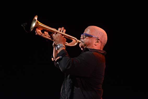 Terence Blanchard tocando la trompeta