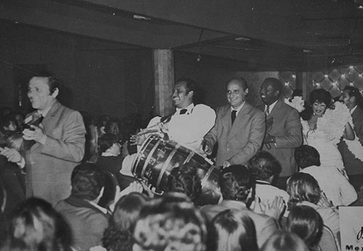 Orestes Macías and Rumbavana band in a performance in Mexico