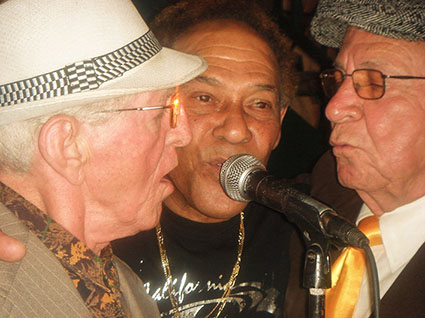 Orestes Macías, Armandito and Ricardito singing