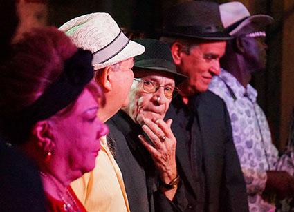 Orestes Macías performing to project Tradicionales de los 50