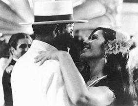 Pareja de actores de la película mexicana danzón bailando
