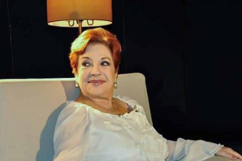"""Lourdes Torres en el set de entrevistas del programa """"Con 2 que se quieran"""""""