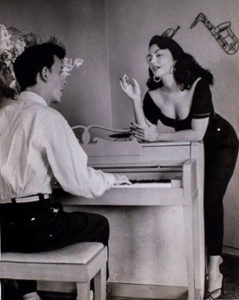 Olga Navarro next to Frank Domínguez at the piano.