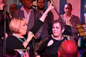 Georgia Aguirre bailando en Tradicionales de los 50